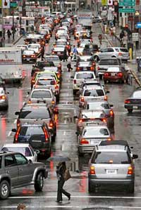 vehicle congestion on battery street in sanfrancisco